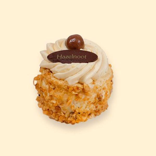 Afbeelding van hazelnoot schuim gebakje crème