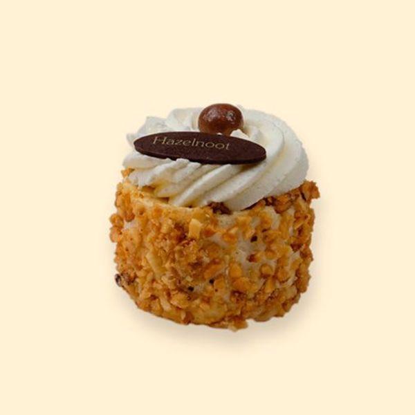 Afbeelding van hazelnoot schuim gebakje slagroom